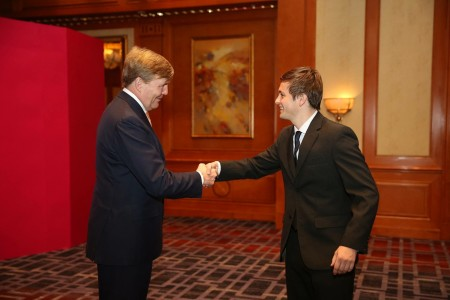 Olde Veste zoekt in China contact met Koning Willem Alexander